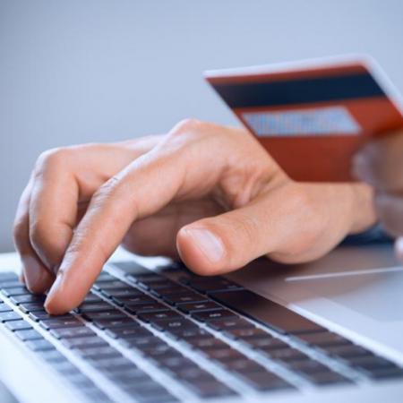 Кредит онлайн на карту Украина: где взять деньги быстро?
