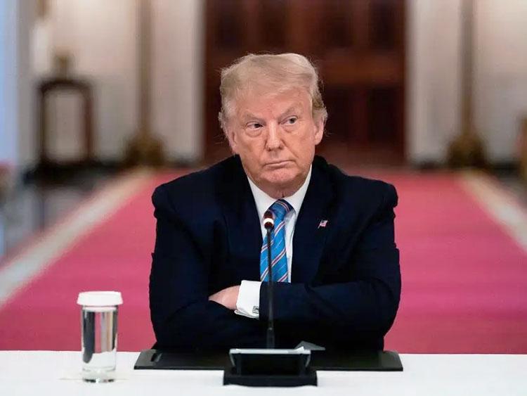 Вцепился в кресло: Дональд Трамп теряет республиканцев, адвокатов и даже Fox News. Но не признает Джо Байдена